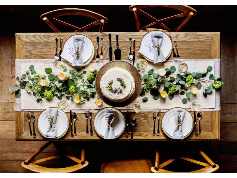 Como decorar a sala de jantar com mesa de madeira